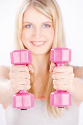 Frau mit Gewichten
